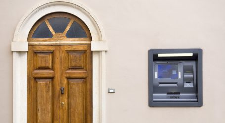 Canadians Keep Using Their Homes as ATMs Even As Market Swoons